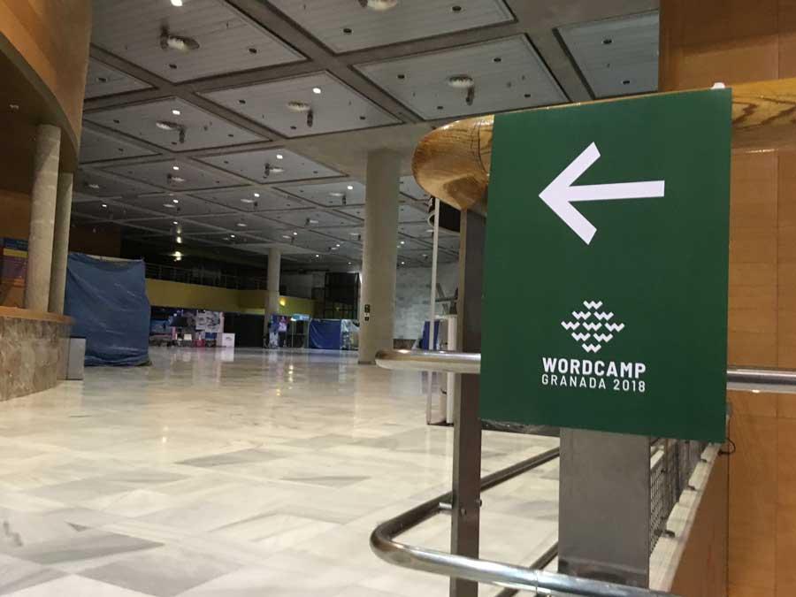Señalética de WordCamp Granada en el Palacio de Congresos de Granada